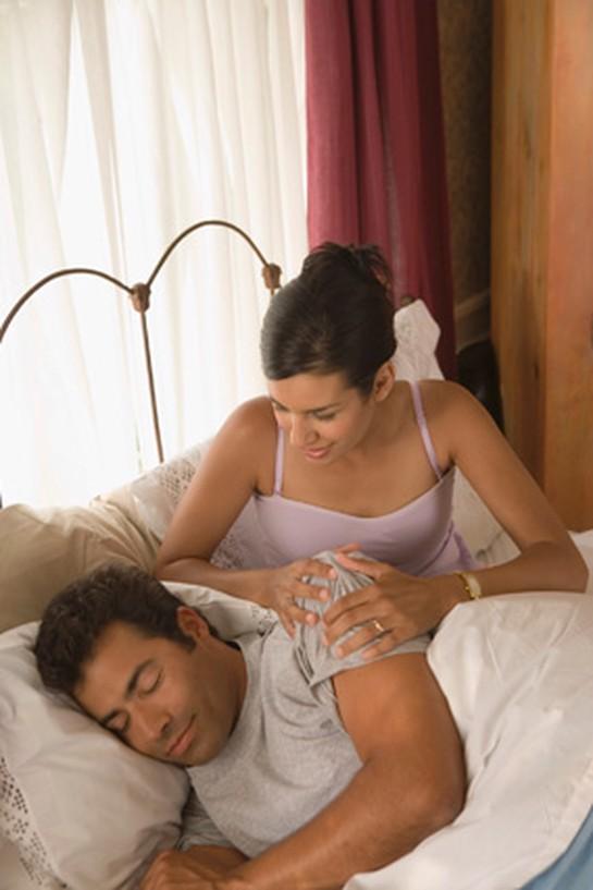 Разбудила мужа трахом, ютуб эротика в женском туалете