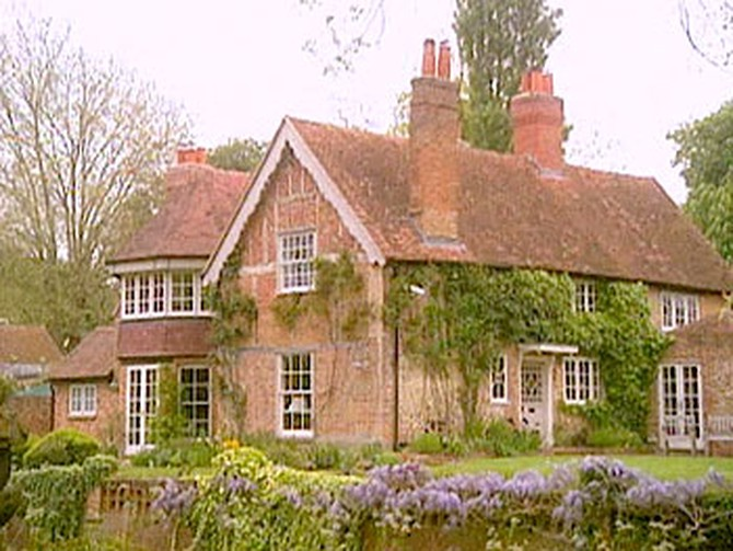George Michael And His Partner Kenny Goss Live In A Gorgeous 16th Century House About An Hour Outside Of London Located On The Thames River