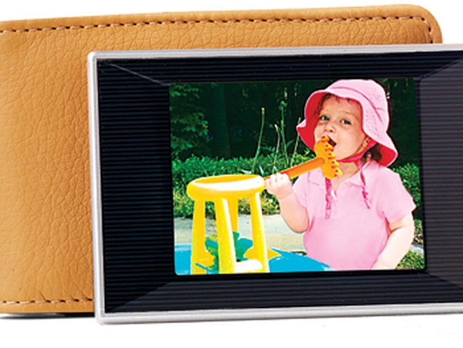 Colby Electronics DP-240 wallet-sized digital photo album