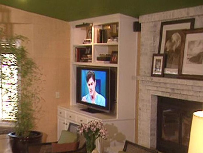 Nate Berkus shows a California family how not to make their television the focus of their family room.