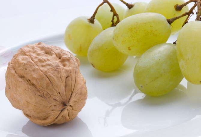 Walnut and green grapes