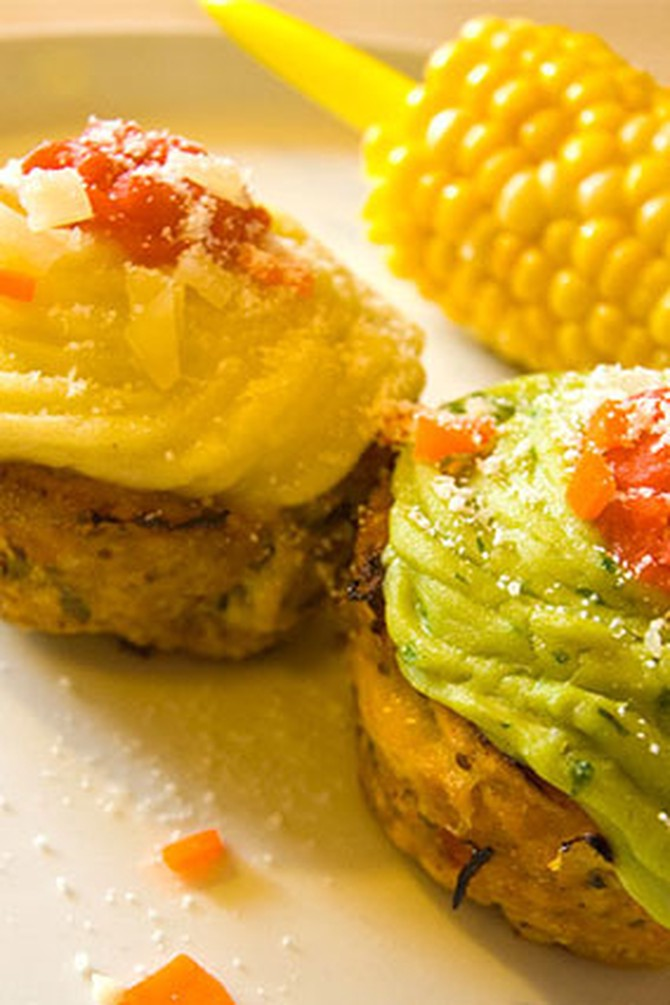 Small meatloaves topped with mashed potatoes and guacamole