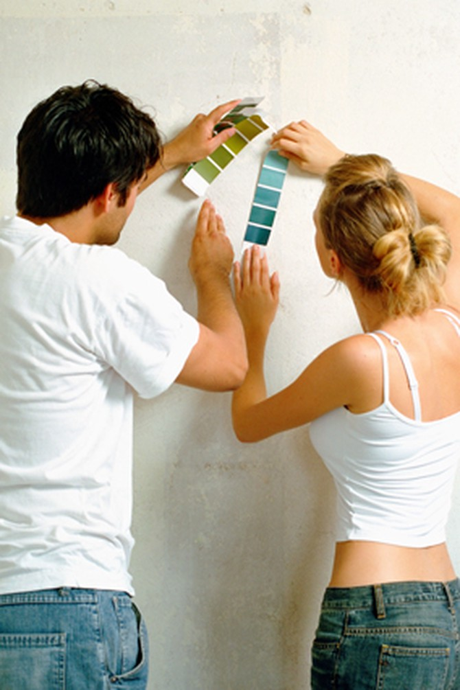 Couple decorating together
