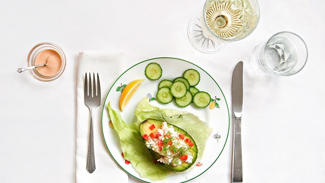 Crabmeat-stuffed avocado, which makes Esther Greenwood violently ill in The Bell Jar.