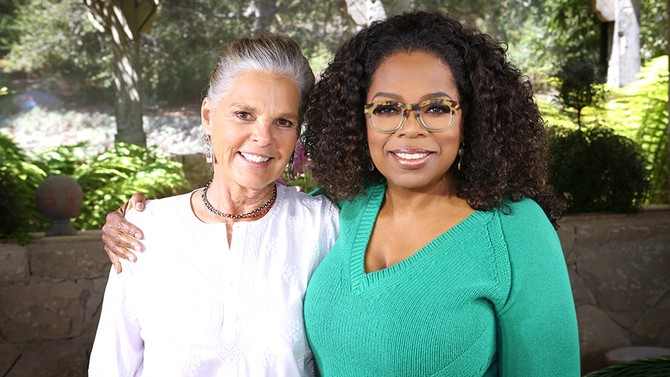 Ali MacGraw and Oprah Winfrey