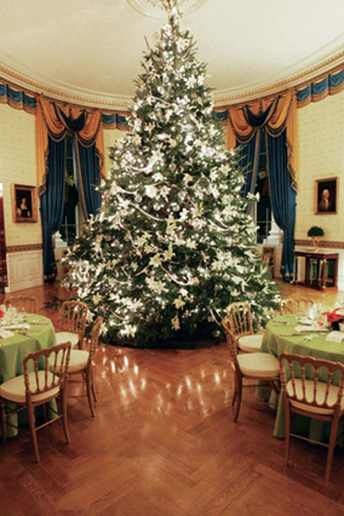 The Blue Room set for a Christmas party for Mrs. Bush's 2005 All Things Bright and Beautiful theme.