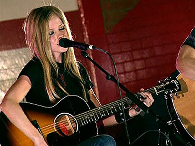 Avril Lagvine at high school concert