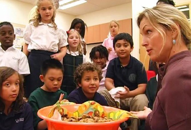 Ali Wentworth tests first and second graders.