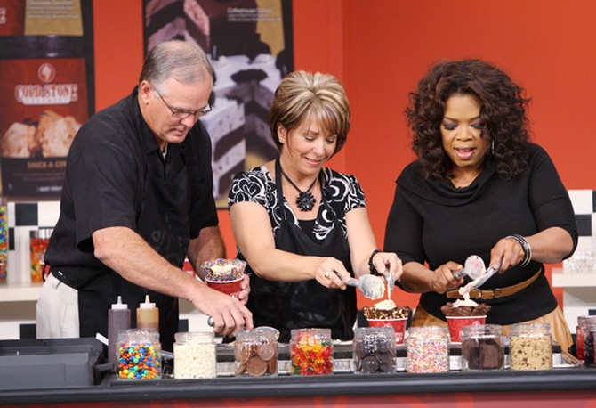 Donald and Susan show Oprah how to make a Cold Stone creation.