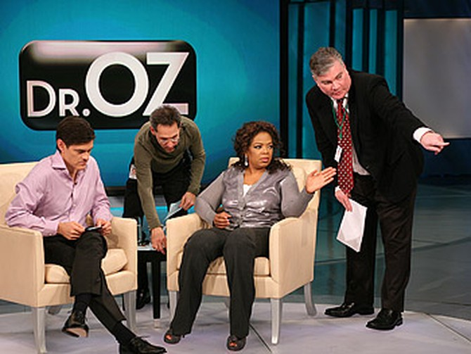 Dr. Oz and Oprah get stage directions from Dean and a producer.